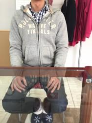 T.Rさん(30代 男性) 店頭フロントマネージャー職 座り姿